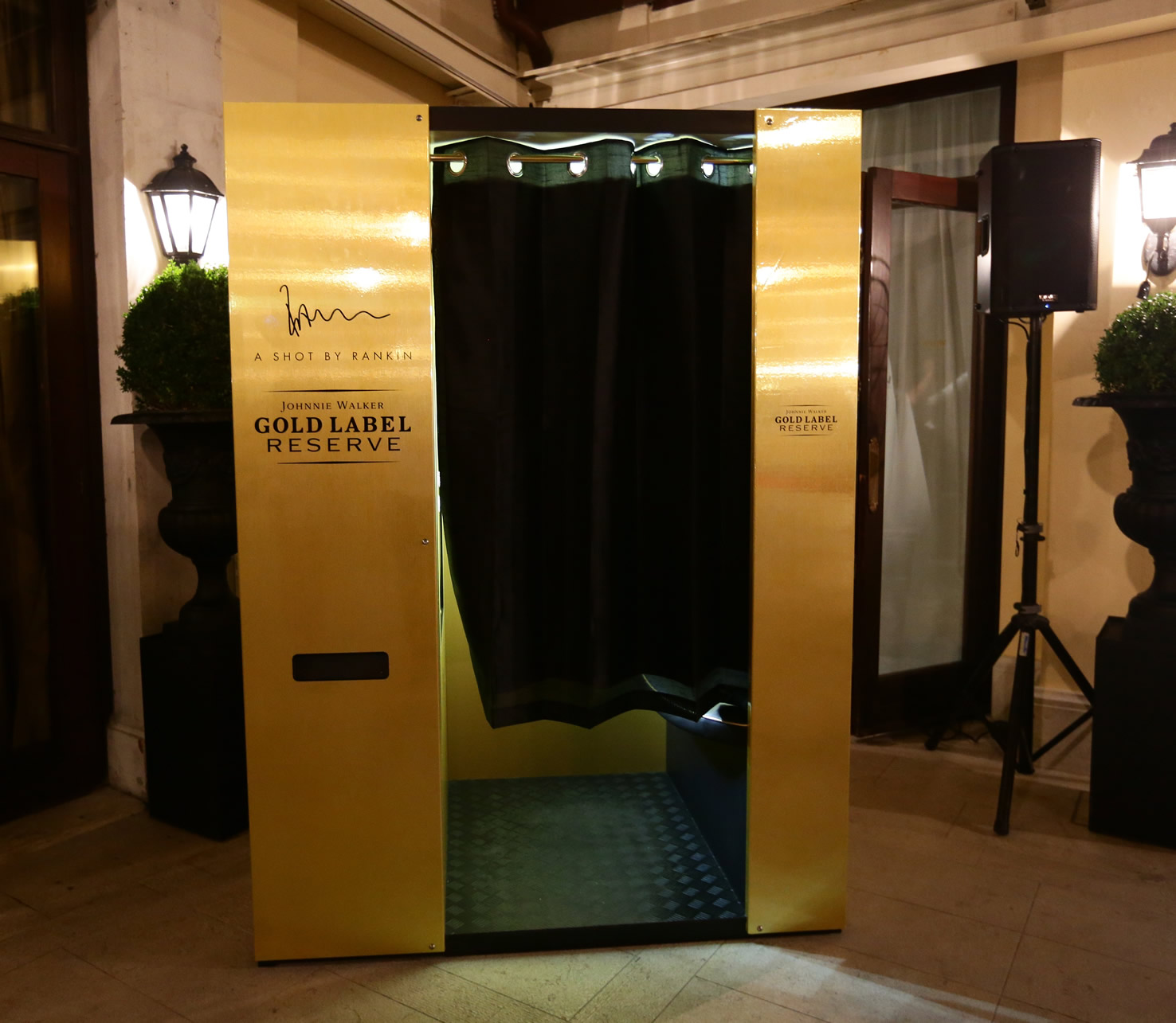 Johnnie Walker Gold Label Reserve unveils the last location for its luxury photobooth
